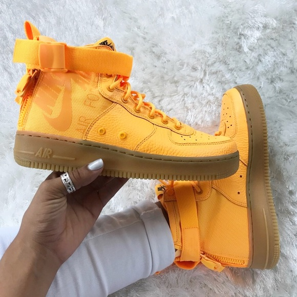 NWT Nike SF Mid Air Force 1 in Laser Orange